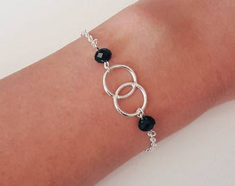 Silver bracelet double rings and black pearls