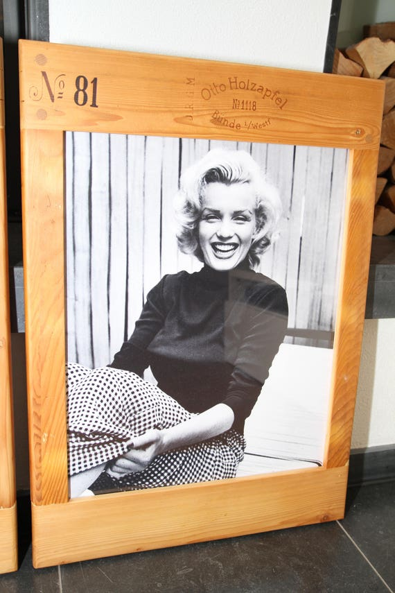 vintage bilderrahmen holz marilyn monroe from unikatrahmen on etsy studio. Black Bedroom Furniture Sets. Home Design Ideas