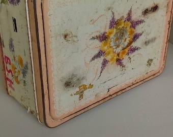 Vintage Thermos Corsage lunchbox      floral vintage metal lunchbox
