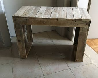 Small pallets wooden bench