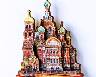 Wooden magnet on the refrigerator for the Church of the Savior on spilled blood.