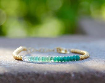 Shades of emerald - beaded bracelet