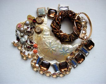 Lovely Craft Lot of Various Broken Vintage/Modern Jewelry and Items