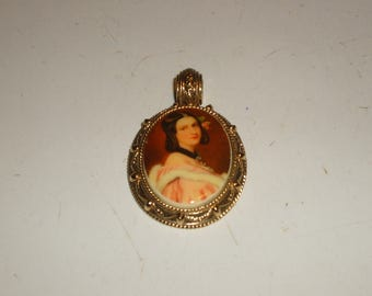 Heavy weight Victorian woman pendant (believed to be made by 1928)