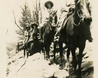 vintage photo 1920 TExas Cowboy Cowgirls Riding on the Trail w Horses