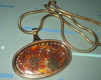 Vintage MOD Tortoise Look and Flower Motif Pendant Necklace