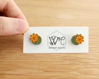 Wooden earrings . Poppy seed heads . Stud earrings . Studs . Earring studs . Plant lover . Plant jewelry . Wooden jewelry . Gifts under 20