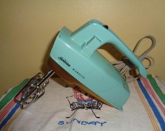 Vintage Turquoise Sunbeam Mixmaster Runs good  Needs a cleaning