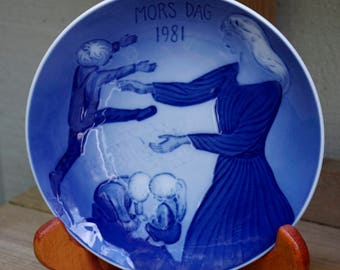 "Royal Copenhagen 1981 Mother's Day Plate, Mother's Day,  6"" Plate"