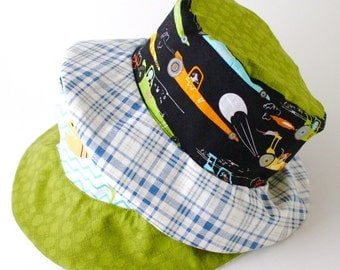 Bucket sun hat for kids, reversible with airplanes and cars