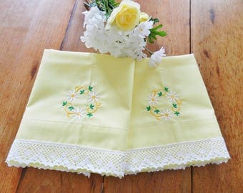 Yellow Pillowcases, Daisy Pillowcases, Cotton Pillowcases, NOS Pillowcases, Never Used, Girls Bedroom, Lace Trim Pillowcases, Vintage