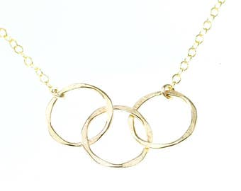 Mother daughter necklace - dainty gold necklace - 3 circle necklace - gift for mom jewelry - 3 interlocking circle necklace - gold jewelry