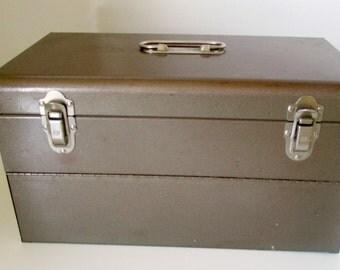 Metal 45 rpm record Carrier Ambassador Metal record storage for 45s Vinyls Record Collectors Vintage Vinyl Industrial Storage Box