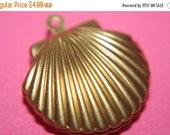 DECEMBER SALE Medium Raw Brass Sea Shell Shape Lockets - 22mm x 20mm - 4 pcs