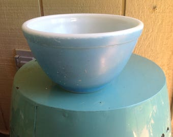 Vintage Pyrex blue-turquoise mixing bowl- 2 cups- collectible