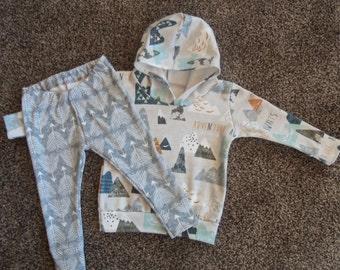 Organic Baby Boy Outfit//Hoodie//Leggings//Adventure Awaits//Grey Arrow Design