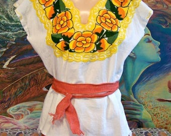 Mexican Blouse, Embroidered Blouse, White Blouse, Yellow embroidery, Cinco de Mayo, Frida Kahlo size M / L