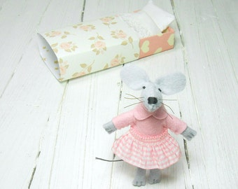 Newborn baby shower felt animals gift girl felt stuff mouse in matchbox wool felt miniature nursery decor children birthday kids gifts