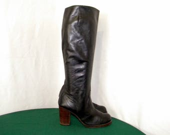 Sz 6.5 Vintage Tall Black Leather 1970s Women Stack Heel Zip up Walking boots.