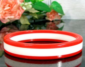 Vintage RED WHITE STRIPE Lucite Bangle Bracelet Modern Hip Peppermint Stripes