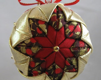 Quilted Chrismas Ornament - Red and Gold 109
