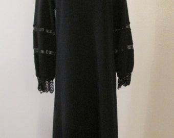 70s Butte Knit Mod Black Wool Knit Lace Neck and Cuff Trimmed Shift Dress Sz M