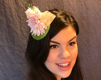 Pink Daisy Fascinator/Pink Flower Fascinator/Pink Flower on Greenery Hat/Pink and Green Fascinator/Bespoke Daisy Fascinator/ Custom Pink hat