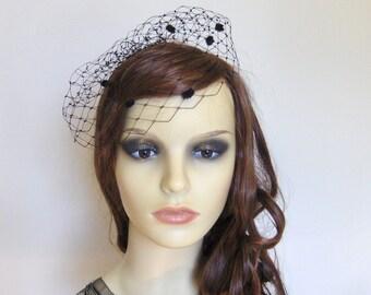 Black short birdcage blusher mini veil.