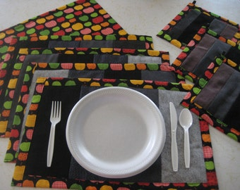 Apples Placemats for 5 and Matching Potholders Kitchen  Set