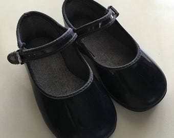 Girls black vintage Mary Janes size 5
