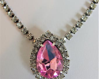 Lovely Vintage Pink Rhinestone Pendant Necklace