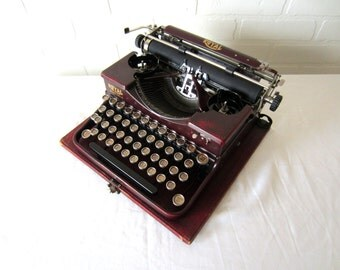 Extremely Rare Royal Portable Typewriter - Amabel - Professionally Serviced