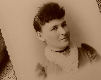 Lady with Choker Cabinet Card, Early 1900's, Victorian Woman Portrait, Lace Collar, Edwardian