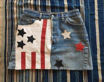 Vintage Levi's Denim Skirt / 70's Mini Skirt / Red White and Blue Festival Skirt / Denim Leather Skirt / Haute Hippie / July 4th /Star Print