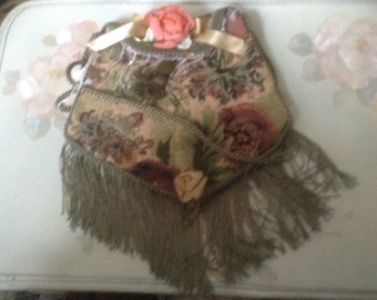 Victorian olive green tapastry purse with green trim, with rope handle and snap