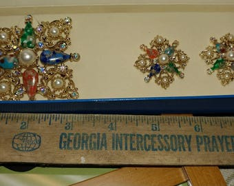 Vintage Sarah Coventry brooch & clip on earrings matching set. Original box. Colorful.