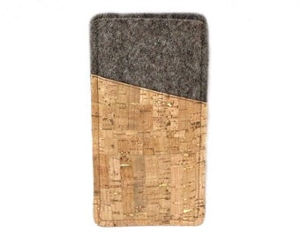 Phone case made of felt and cork with golden highlights