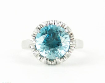 Vintage Blue Zircon & Platinum Engagement Ring, 3.35 ct Blue Zircon Solitaire. 1940s Mid 20th Century Buttercup Style Setting.