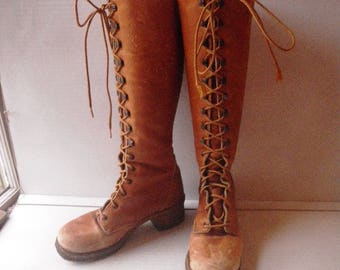 1970s Lace Up Leather Campus Boots - Size 5 1/2 - Sheepskin Lining - Very Distressed - Chunky Crepe Rubber Sole