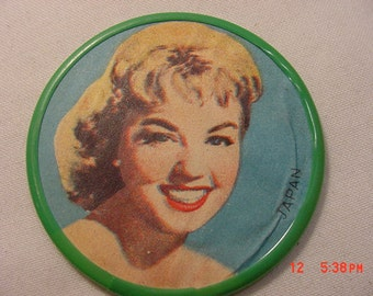 Vintage Pin Up Girl Pocket Mirror   16 - 809