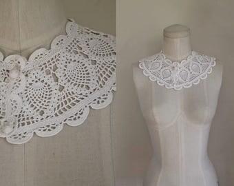 vintage 1930s white collar - FISH cotton crochet detachable collar