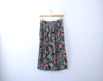 Vintage 80's floral midi skirt with pockets, lightweight and flowy, size medium