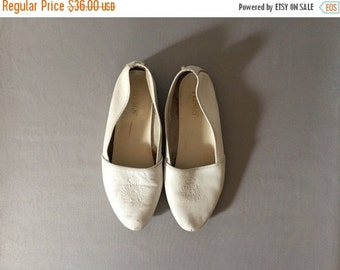 30% OFF SALE... vintage crown print white flats | leather flats | 10