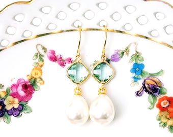 Green and pearl earrings Green earrings Pearl drop earrings Bridal pearl teardrop earrings Pearl dangle earrings Bridesmaid earrings Gift