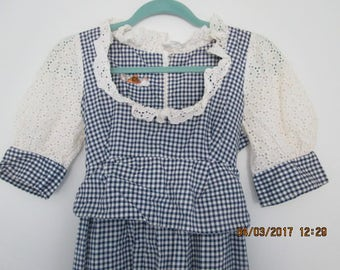 VINTAGE GiNGHAM MaXI DRESS with Lace and Eyelet 1970s festival or day dress pristine condition sz Xs- Small