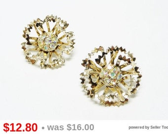 Sarah Coventry Flower Earring - Rhinestone Clip on's in Goldtone