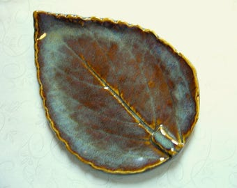 Under The Earth Pottery Leaf Spoon Rest