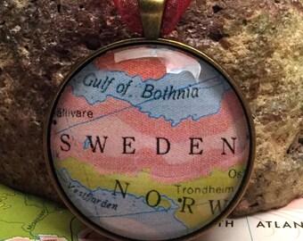 Sweden Christmas Ornament, Keep a memory Alive / HONEYMOON Gift / Wedding Map Gift / Travel Tree Ornament /Bridesmaid Gift / Secret Santa /
