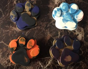 Multicolored paw print crayons