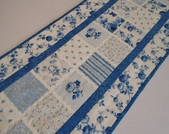 Floral Quilted Table Runner in Blue and Ivory, Quilted Table topper, Table Quilt, Roses Flowers, Cottage Chic, Blue and Ivory, Dresser Scarf